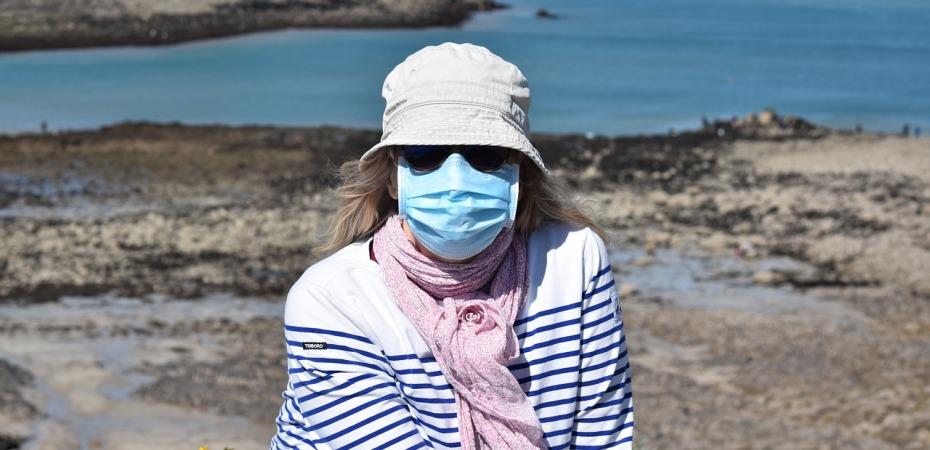 wearing a mask outside fearing death